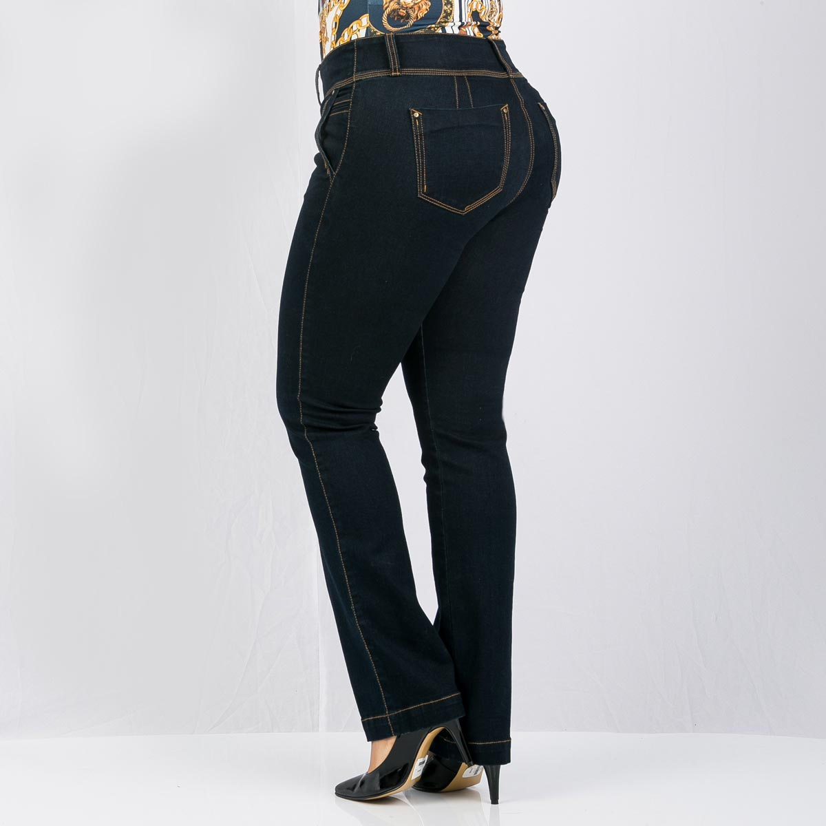 dbc03868dd Jean bota recta para mujer tallas grandes Farichi Studio tiene una  característica