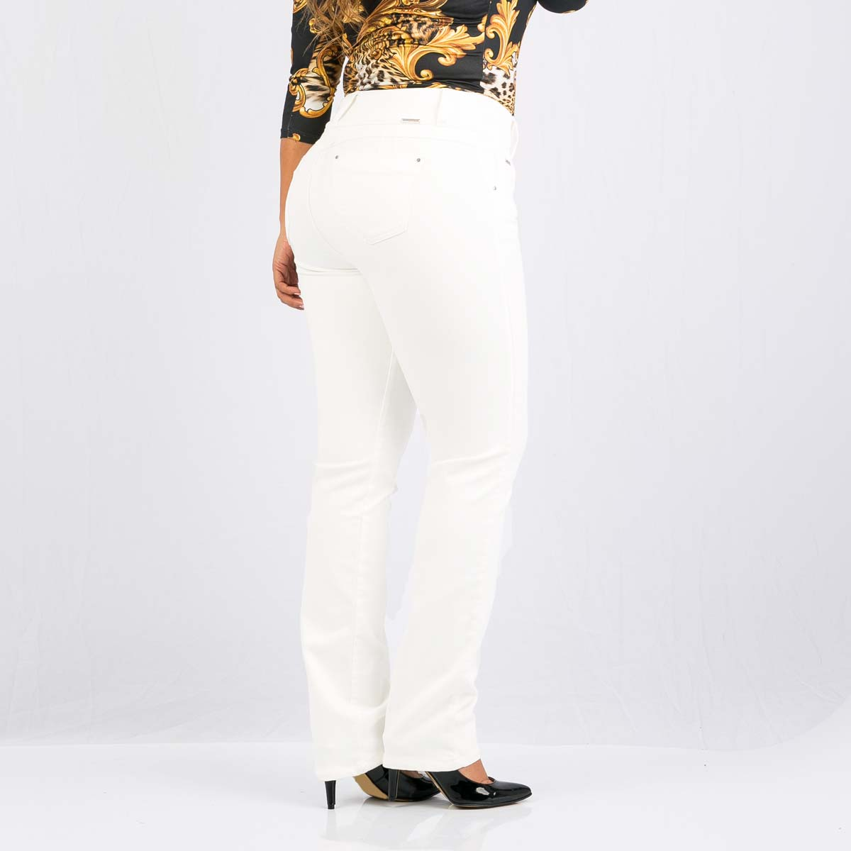 e5f1e00010 Pantalón-blanco-bota-recta-para-mujeres característica